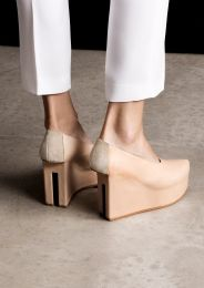 Split heel pumps