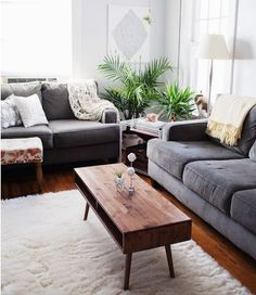 15 Designer Tips for Styling Your Coffee Table, #awesome #coffee #table Tags: coffee table ideas for living room, coffee table ideas for small spaces, coffee table ideas decorating, coffee table ideas for sectional couch, coffee table ideas on a budget
