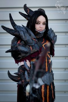La cosplayeuse L'atelier de Vamps en DeathWing de World of Warcraft   Découvrez sa page => https://www.facebook.com/LatelierDeVamps  La page du photographe : Elkashir-san https://www.facebook.com/Elkashir