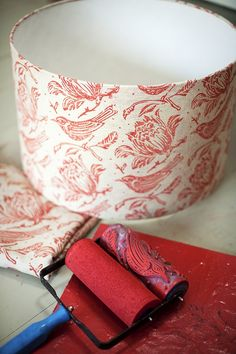 Such an excellent idea! Fabric for lampshade printed with Flock patterned paint roller using Farrow & Ball Dead Flat paint Wall Patterns, Painting Patterns, Outside Lighting Ideas, Patterned Paint Rollers, Light Project, Farrow Ball, Diy Photo, House Painting, Printing On Fabric