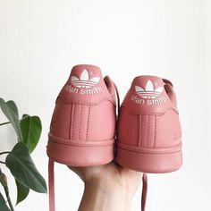 Adidas Women Shoes - Sneakers femme - Adidas Stan Smith Raf Simons (©aleksandrags) - We reveal the news in sneakers for spring summer 2017 Adidas Shoes Women, Adidas Sneakers, Shoes Sneakers, Stan Smith Rose, Sock Shoes, Shoe Boots, Baskets, Basket Mode, Raf Simons