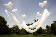 Cheap way to create shade? Floating canopy: the balloons are attached to the ground with fishing line, probably the coolest thing ever.-Great for an outdoor party! Imagine this as their canopy to get married under. Floating Canopy, Floating Balloons, Helium Balloons, White Balloons, Giant Balloons, Large Balloons, Ideias Diy, Garden Parties, The Design Files