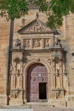 Entrance to the El Salvador Chapel , Úbeda, Spain Countries In Central America, Places Of Interest, Spain Travel, Barcelona Cathedral, Entrance, Places To Visit, Europe, Explore, Architecture