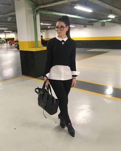 Brazilian Girl,camisa ZARA, calça preta com fenda na barra , tendência,AMARO FASHION, bota schutz,ankle boot preta,bota cano baixo,must have,camisa e cardigã, camisa Branca social,casual, mulher de camisa, camisa feminina,it Girl.  Fashion girl ,look social,look social moderno, social, 2017, look do dia ,look of the day,bolsa @bolsa150, look de trabalho, roupas para trabalhar, look despojado para trabalhar , estiloso,outfit,moda,shirt,black pants,Clothes to work.