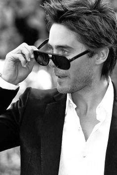 Las gafas de sol son un fiel complemento en el look de Jared Leto. Descubre cuáles son sus favoritas.