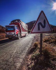 #africa #afrika #morocco #maroc #truck #trucksdaily #lkw #road #street #mountains #mountain #traveling #travelgram #travel #worldcaptures #explore #adventure #photooftheday #phototag_it #canon_photos #getaway #wanderlust by florian_pulm @enthuseafrika