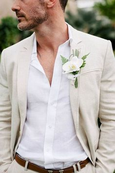 Love the white boutonniere for the groom, especially with the palm frond accent!