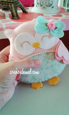 Everyone deserves a perfect world! Owl Crafts, Diy Arts And Crafts, Crafts For Kids, Felt Owls, Felt Birds, Fabric Toys, Fabric Crafts, Sewing Toys, Sewing Crafts
