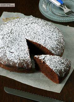 Me ha vuelto a pasar. El día que horneé este pastel de chocolate y avellana sin gluten tenía pensado hacer otro bizcocho, pero me encontré con ...