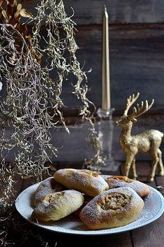 Brioche con vaniglia e noci Zagara, Cupcake, Stuffed Mushrooms, Vegetables, Food, Cedar Trees, Brioche, Stuff Mushrooms, Cupcakes
