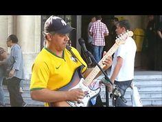 Artista toca Sultans of Swing em rua de São Paulo | Virais Videos