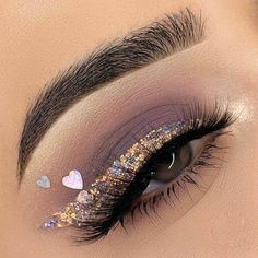 Glitter Eyeliner, Glitter Makeup, Glam Makeup, Makeup Inspo, Makeup Ideas, Pretty Eye Makeup, Makeup Eye Looks, Beautiful Eye Makeup, Creative Eye Makeup