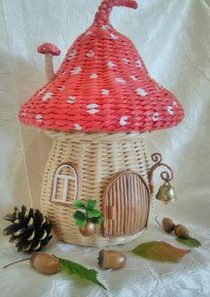 Paper Basket Weaving, Willow Weaving, Wire Weaving, Newspaper Basket, Newspaper Crafts, Diy Crafts For Adults, Diy And Crafts, Basket Crafts, Paper Mache Sculpture