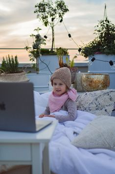 Rooftop Cinema - fork and flower Outdoor Cinema, Outdoor Balcony, Summer Activities For Kids, Summer Kids, Excited Face, Balcony Railing Design, Cinema Experience, Go To The Cinema, Small Outdoor Spaces