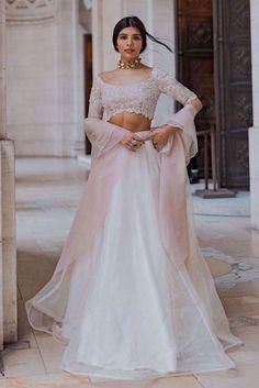 Dress Indian Style, Indian Fashion Dresses, Indian Designer Outfits, Designer Dresses, Pakistani Clothing, Abaya Style, Desi Wedding Dresses, Bridal Dresses, Eid Dresses