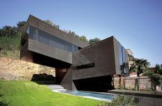 Cantilivered Black House in the Girona Hills Black Architecture, Beautiful Homes, Beautiful Places, Garden Spaces, Victorian Homes, My Dream Home, Black House, Real Estate, House Design