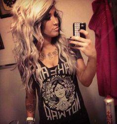 LOOOOOVE HER HAIR