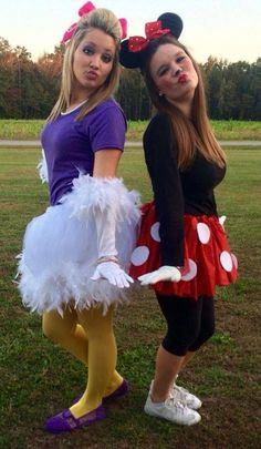 20 of the most popular Halloween costumes of Netflix and Chill Halloween costume is so easy to tinker with your super girlfriend group costume ideasTiger and piglet costume.Minnie Mouse and Daisy Duck Halloween Daisy Duck Halloween Costume, Best Friend Halloween Costumes, Hallowen Costume, Fete Halloween, Halloween Outfits, Group Halloween, Minnie Mouse Halloween Costume, Homemade Minnie Mouse Costume, Homemade Disney Costumes