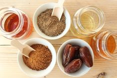 Unraffinierte, natürliche Zuckeralternativen enthalten Vital- und Ballaststoffe und lassen den Blutzuckerspiegel nicht zu sehr schwanken.