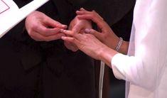 Princ Harry a Meghan si vyměnili prstýnky.