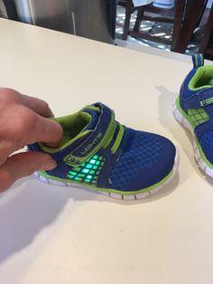 Boy/'s Razor Black Light-Up Skate Shoe   7D