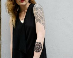 LOVE her geometric design on the upper arm