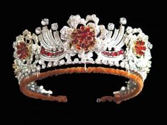 Queen of England's  Burmese ruby tiara was ordered to be made by the Queen in 1973. The design of the jewel is in the form of a wreath of roses. It is conventional yet detailed.