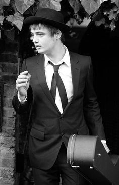Pete Doherty #style, #personalstyle. Personal Style do you have it? http://www.aboutawomanaboutagirl.com/kurt-cobain-steve-jobs-alexa-chung-personal-style-and-do-you-have-it/