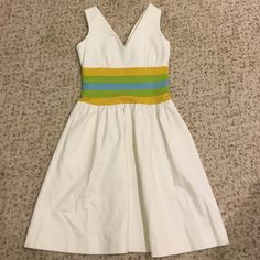 DVF Dress Size 6 Cute summer dress. Fits true to size. Worn only 1-2x. In excellent condition. Diane von Furstenberg Dresses Midi