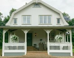 Startsida | Snickarglädjens Veranda Interior Garden, Interior And Exterior, Sweden House, Dutch Colonial, Gambrel, My Dream Home, Modern Farmhouse, My House, Building A House