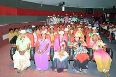 बालोद जिले की विभिन्न ग्राम पंचायतों से अध्ययन-भ्रमण यात्रा पर आए पंच-सरपंचों ने इमर्सिव डोम थियेटर में फाइव-डी तकनीक से निर्मित लघु फिल्म देखी। जिसमें मुख्यमंत्री डा. रमन सिंह ने विकास कार्यक्रमों के बारे में विस्तार से बताते हुए प्रदेश में संचालित योजनाओं की जानकारी दी। किसानों के लिए सहकारिता योजनाएं, विद्यार्थियों के लिए गणवेश, छात्रवृत्ति, सरस्वती सायकल योजना, मुख्यमंत्री कन्यादान, पेंशन, पीडीएस आदि का उल्लेख किया और पंचायत प्रतिनिधियों से अपने गांव, क्षेत्र में बेहतर कार्य करने की सीख…