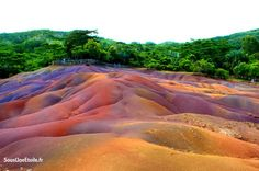 Terres des 7 couleurs - Chamarel - Vacances à l'île Maurice - Sous Une Etoile Planets, Country Roads, Beautiful, Mauritius Island, Colors, Travel