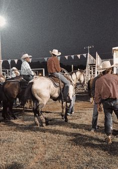Cowboy Pics, Cowboy Pictures, Country Life, Country Girls, Animals Beautiful, Cute Animals, Western Horseman, Rodeo Life, Western Riding