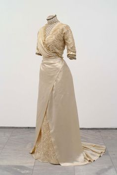 Wedding Dress. Kingdom of Serbia, Belgrade 1911. Dressmaker's Salon of Berta Alkalaj. Museum of Applied Arts (Belgrade) collection
