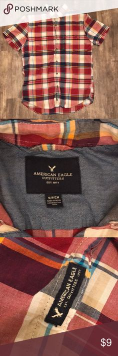 American Eagle Plaid Button Up This men's size small plaid American Eagle Button Up has short sleeves and is in excellent used condition from a smoke free house. ✨ check out my closet ✨ American Eagle Outfitters Shirts Casual Button Down Shirts