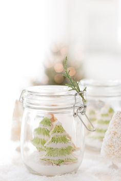 Craftberry Bush | Painted Christmas Sugar Cookies – Cookie exchange party | http://www.craftberrybush.com