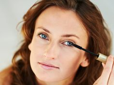 Neue Mascaras, Tools und Profi-Treatments holen alles aus Ihren Wimpern heraus – da ist ein atemberaubender Augenaufschlag garantiert. Mit diesen Tricks erfüllen Sie sich ganz easy Ihre größten Wimpern-Wünsche!