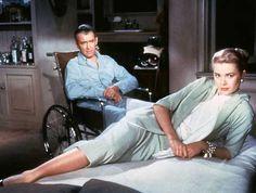 James Stewart et Grace Kelly en 1954 dans ''Fenêtre sur cour'' d'Alfred Hitchcock.