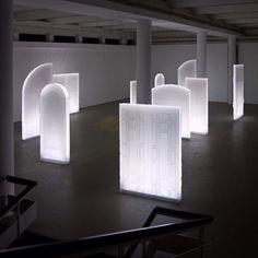 Dynamic space (Accelerator by Uri Nir) Instalation Art, Plexiglass, Light Installation, Art Installations, Light Painting, Painting Art, Design Museum, Sculpture Art, Metal Sculptures
