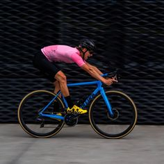 Sprint session. Rose Moon Jersey + Performance Black Bib's. Available at luxa.cc  #luxacc #luxacycling #cyclingshots #roadslikethese #cyclingphotos  #roadcycling 📷 @makitek Road Cycling, Cycling Outfit, Bibs, Biking, Bicycle, Moon, Photos, Black, The Moon