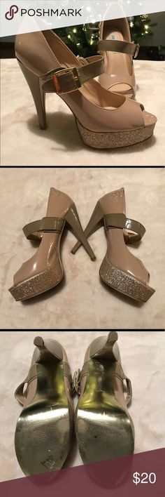 Steve Madden Shoes A steal at this price! These Steve Madden shoes are a sexy twist on your mary janes! Nude pump with gold glitter accent at the platform, nude pairs with anything! Good condition, why buy new?! Steve Madden Shoes Heels