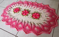 Feito com barbante Linhas Mais nº 6 cru, rosa bebe, rosa e pink; e Barroco multicolor pink e verde militar. Flor azaleia.