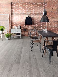 Oak Industrial FERRO, brushed matt lacquered is rough, edgy and masculine, perfect with raw tile surfaces and loft apartments. Grey Wooden Floor, Tallit, Villa, Wooden Flooring, Industrial, Patio, Outdoor Decor, Haku, Loft Apartments