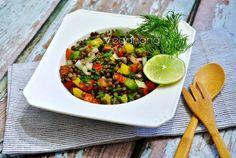 Para dias de calor quando não apetece muito comida quente, nada melhor do que preparar uma salada de grãos com temperos, legumes e ervas. A...