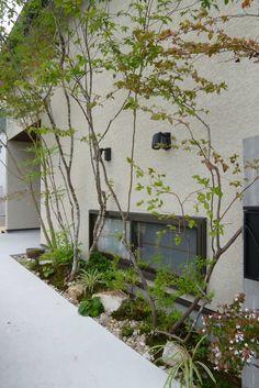 植物を楽しむ ◇お庭の実例 - 福山市の外構、エクステリア、庭のデザインと施工なら。ロケーションのある暮らしを。そらやLandscape Japanese Garden Design, Japanese Interior, Modern Landscaping, Backyard Landscaping, Garden Entrance, Plant Design, Outdoor Projects, Garden Planning, Garden Paths