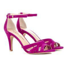 Miren que lindas sandalias!! Quiero un par!!! :P