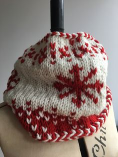 28e052066d6 A quick knit chunky cowl pattern. Perfect for an easy Christmas gift.  Knitting Patterns