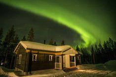 Revontulet Pello Ritavaaralla Valkea Arctic lomakylän päällä
