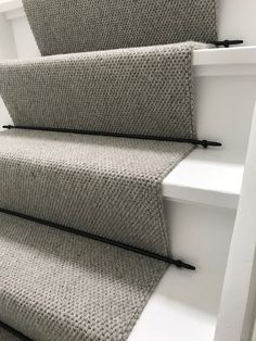 Stair upholstery with a runner and supplied with black rods