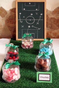 Chucherías/Sweets: Mesa dulce con temática de fútbol para comunión de niño - Football themed sweet table for a boy